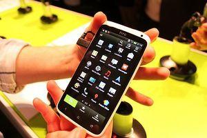 HTC One появится в продаже в конце марта