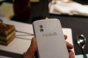 LG Nexus 4 выпустят в белом цвете