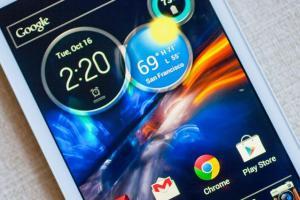 Смартфон Moto X засвечен Эриком Шмидтом