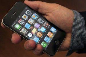 Продажи мобильных телефонов возглавили рынок электроники