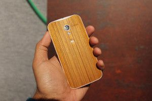 Представлен смартфон Moto X с деревянным корпусом