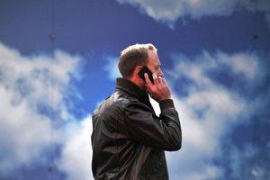 Зарядка мобильных телефонов от шума