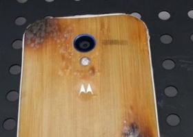 Смартфон Moto X способен  функционировать даже после пребывания в костре
