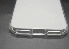 В чехле для iPhone 7 не предусмотрено отверстие для наушников
