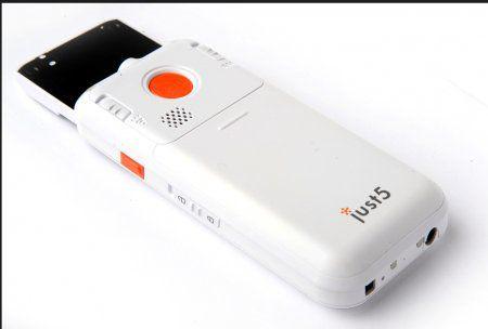 Телефон Just5 CP11: большие кнопки, «выпрыгивающий» экран и термометр